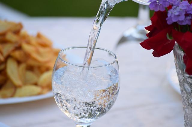 Skąd zaopatrywać restaurację w wodę mineralną?